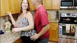 Comendo a Esposa Gostosa do melhor amigo na cozinha