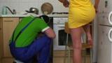 Encanador Comendo a Esposa Safada do Corno
