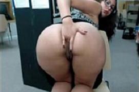 Rabuda Super Gostosa se masturbando na Biblioteca
