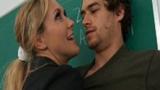 Professora Loira Gostosa seduzindo o estudante na sala