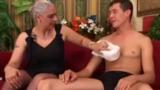 Vovó Safada acabou fazendo sexo proibido com o Neto novinho