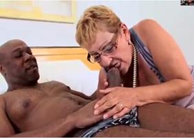 Sexo com velha safada