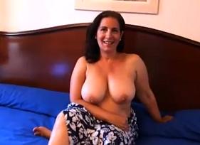 Tia Peituda Fogosa gravando um porno Incesto