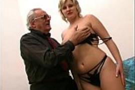 Secretária Loira Rabuda Satisfazendo o Filho Carente do Patrão