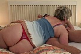 Vovó Rabuda Carente invadiu o quarto pra dar a buceta para o próprio Neto