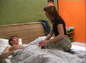 Tia Madura Carente Despertou o Sobrinho Virgem pra fazer Amor Proibido
