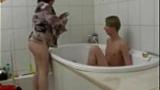 Mamãe Gordinha Carente Invadiu o Banheiro pra tirar a Virgindade do próprio Filho