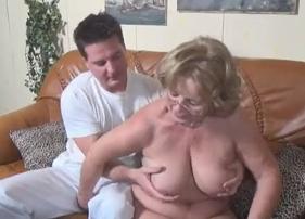 Vovó Gordinha Gostosa Terminou Levantando o tesão do massagista tarado
