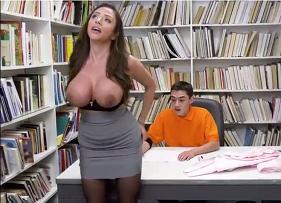 Professora Safada dos Peitões Ensinando coisas de adultos para o estudante