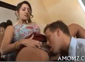 Sexolandia com Coroa Tesuda dando a Buceta peluda para o esposo safado da sua filha