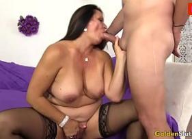 Porno xxx com Coroa Bucetuda Topando fazer sexo caseiro por um cascalho extra