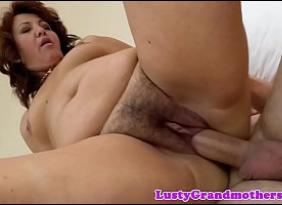 Sexo Romântico de Filho Dotado penetrando no pacotão da querida mamãe