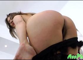 Pornozão com cunhada Gostosa tirando a roupa para uma diversão recomendada a maiores de 18