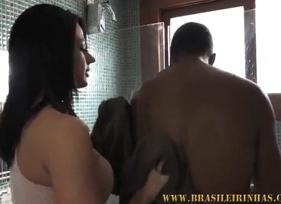 Interracial com Casada Gostosa cuidando muito bem do Morador que vive nas ruas