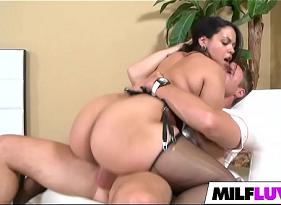 Porno com Cavala Gostosa sentando com vontade na mandioca do sobrinho