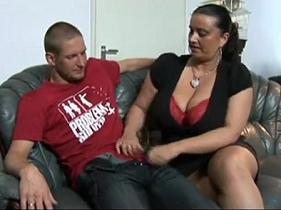Coroa conhecendo a Berinjela do genro sortudo que ganhou um sexo casual