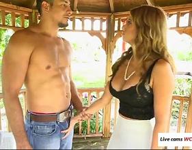 Patroa Conhecendo a vara do Peão que veio trabalhar na sua fazenda