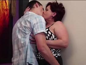 Mãe e Filho se Pegando nesse vídeo caseiro para maiores de 18
