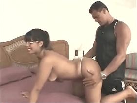 Porno Brasileiro com empregada morena soltinha para o seu Patrão