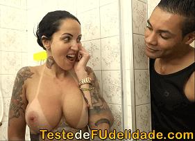 Duas Brasileiras Gostosas e Rabudas brincando com o personal Trainer