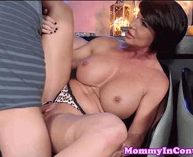 Mãe da Namorada também querendo mandioca na buceta