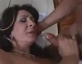Coroa da Buceta Peluda fazendo sexo amador com o seu genro pauzudo